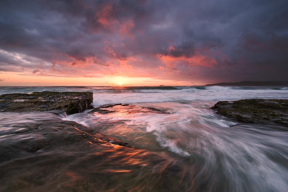 Maroubra Beach sunrise with the Sun and flowing water